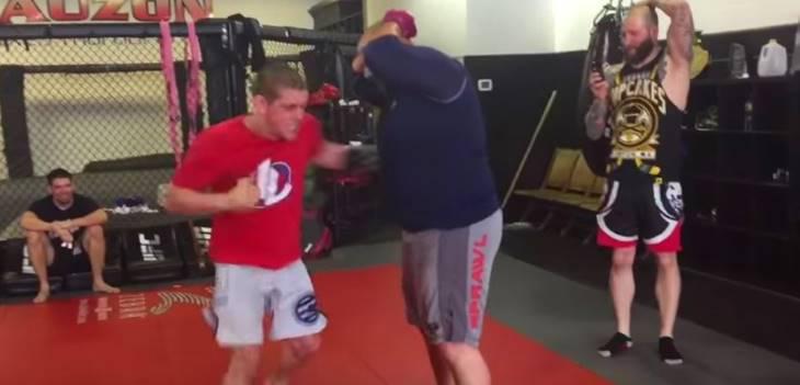 Joe Lauzon punches fat guy